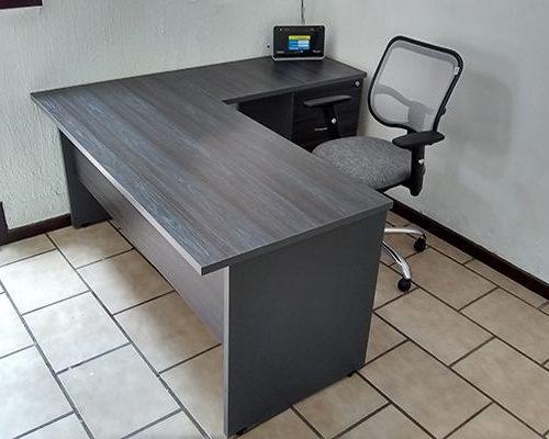 escritorio de oficina en L